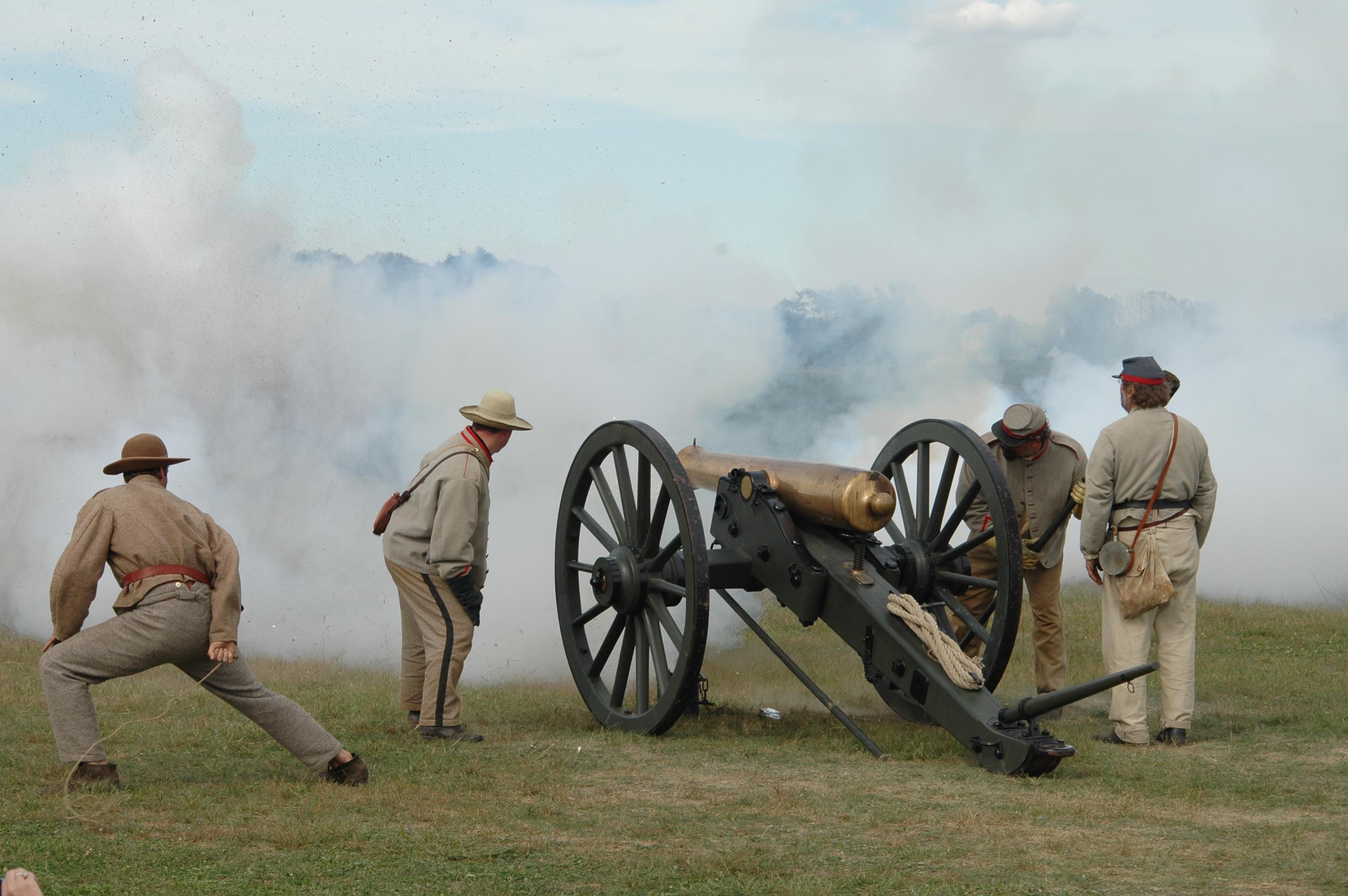 Joe Dobrow color photo of cannon at Antietam 150th anniversary celebration